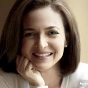 她是硅谷顶级女大佬 当过白宫首席 小扎下血本挖她