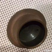 两个茶叶末釉的瓷器