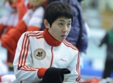 他曾为韩国拿下3冠却被抛弃,一怒加入外籍重返冬奥会,再拿3冠让韩国闻风丧胆... ...