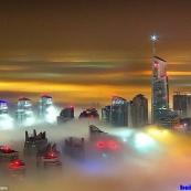 摄影师拍雾中迪拜 五彩斑斓美如仙境