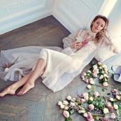 香水   女人应该闻起来像女人 而不是像一朵花  Camelia山茶花
