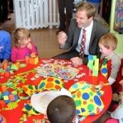 新不伦瑞克省宣布低收入家庭孩子进托儿所免费