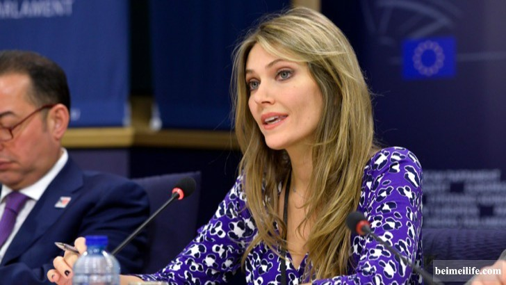 19-sizzling-and-stunning-female-politicians-in-the-world_3.jpg