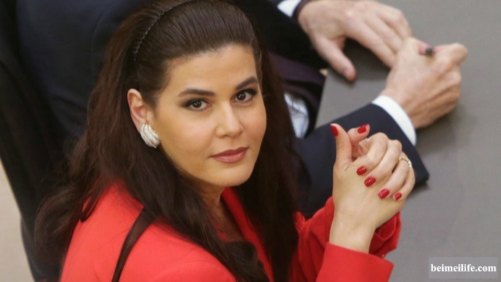 19-sizzling-and-stunning-female-politicians-in-the-world_6.jpg