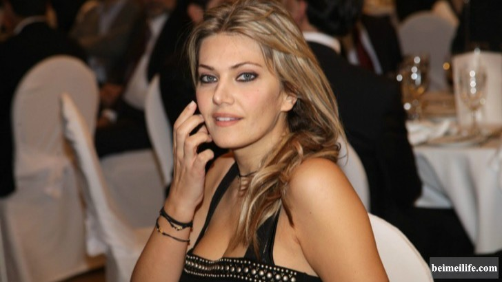 19-sizzling-and-stunning-female-politicians-in-the-world_10.jpg