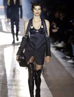 Moschino 2018秋冬男女装秀| 暗黑哥特风,酷与性感
