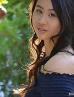 这才叫人生开挂!17岁华裔女孩凭一篇作文被美国十四所名校录取... ...