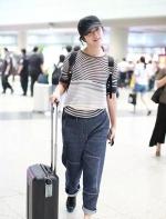 远嫁韩国的汤唯,双腿粗出了新高度,网友:还是穿回裙子吧! ...