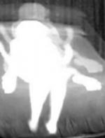 他在家里装摄像头想拍鬼,结果,却拍下了妻子跟儿子在不可描述 ...