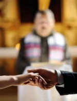 假结婚要涨价了!美国打击未婚配偶签证,中介坦言难做...