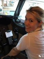 美女飞行员边工作边旅行 网上晒照走红
