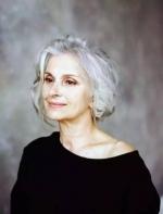 60 岁杀入模特圈,她告诉你:精致才是最高级的性感!