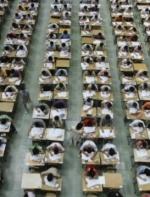 持假护照替人代考!中国留学生认罪了  VOA