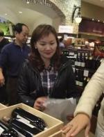 """意不在酒?白人经纪一语道破:""""中国人快买光加拿大葡萄园和酒厂了,但他们只想让土地 ..."""