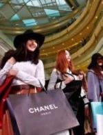 爱学习,也爱时尚!留学生能否把钱花在刀刃上?