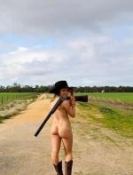 土澳农民小哥一时兴起拍了个裸照,没想到掀起了一场空前绝后的农场裸照风潮 ...