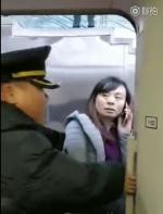 """女子扒高铁车门,阻发车:""""我有错吗""""?在美国会怎样处罚?"""
