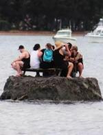大过节不让喝酒?为了躲避禁酒令,哥几个直接建了一座岛... ...