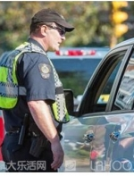 温哥华交警单月开2千张罚单 罚金最高达一万五||温哥华生活快递