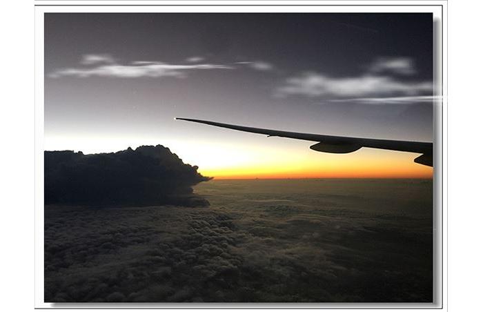 在云海中看日出————飞机上看到的一幕引出的遐想