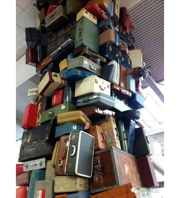 机场丢失的行李拍卖 不来赌一把吗?